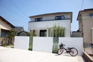 ガーデンルームジーマ、白い壁
