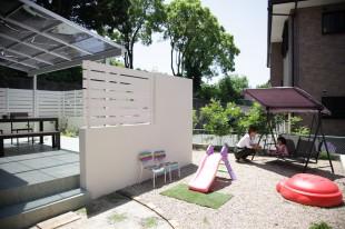 白い壁の庭