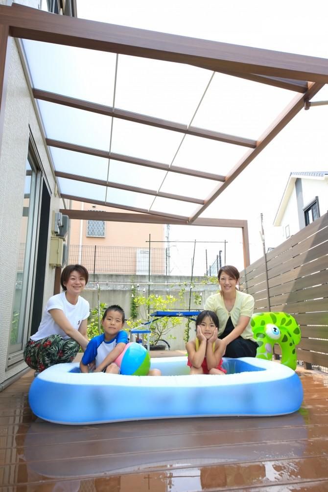 プールのできる庭