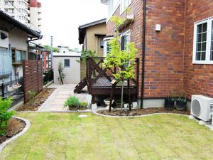 便利な立小柱で草花の成長を見るのが楽しみです。5
